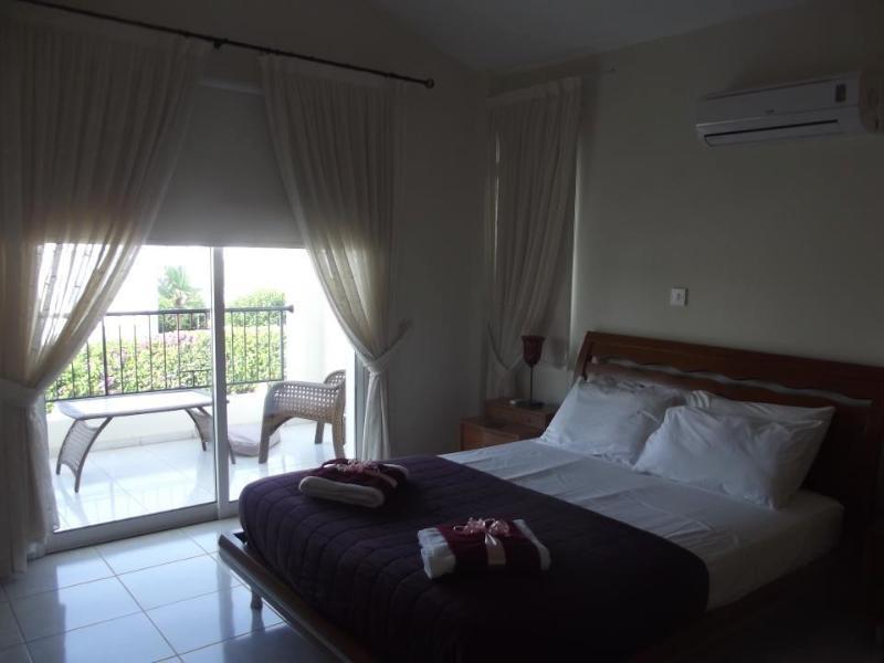 villa corallia master bedroom