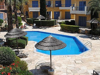 Regina III is a 2 Bed, 2 Bath Villa With Communal Pool Close To The Heart Of Paphos (CY6091)